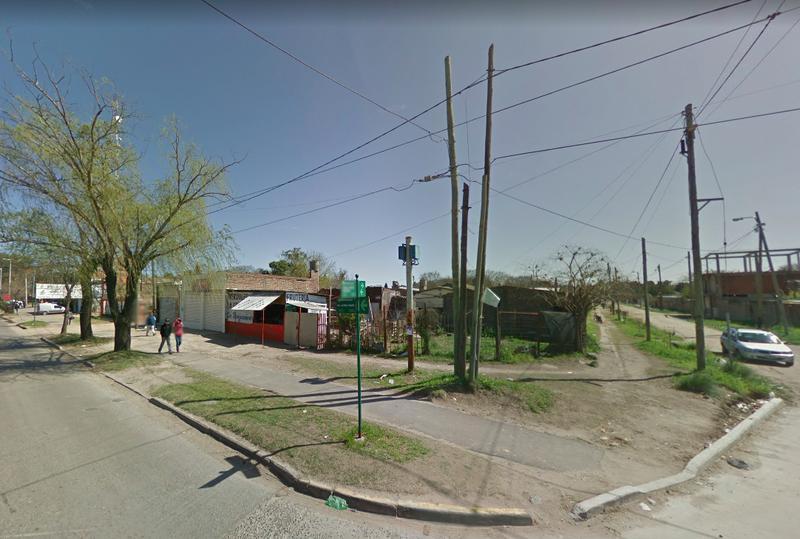 Foto Terreno en Venta en  Luis Guillon,  Esteban Echeverria  Valette 1488, esquina Urbano Gonzalez