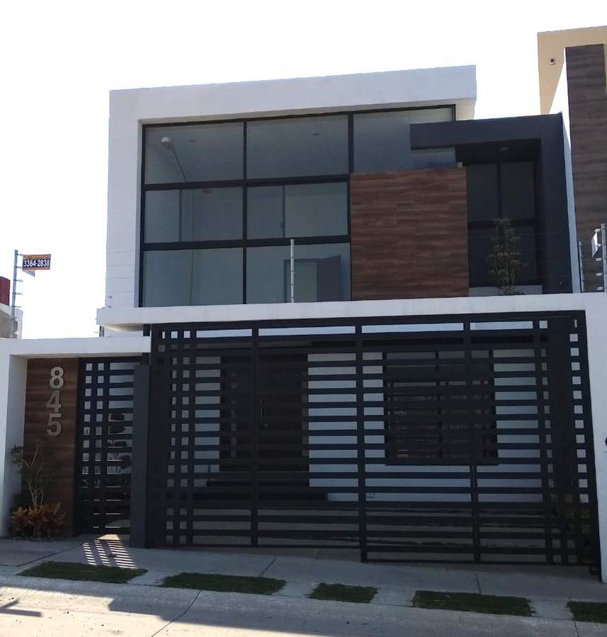 Foto Casa en Venta en  Fraccionamiento La Cima,  Zapopan  Av La Cima 845