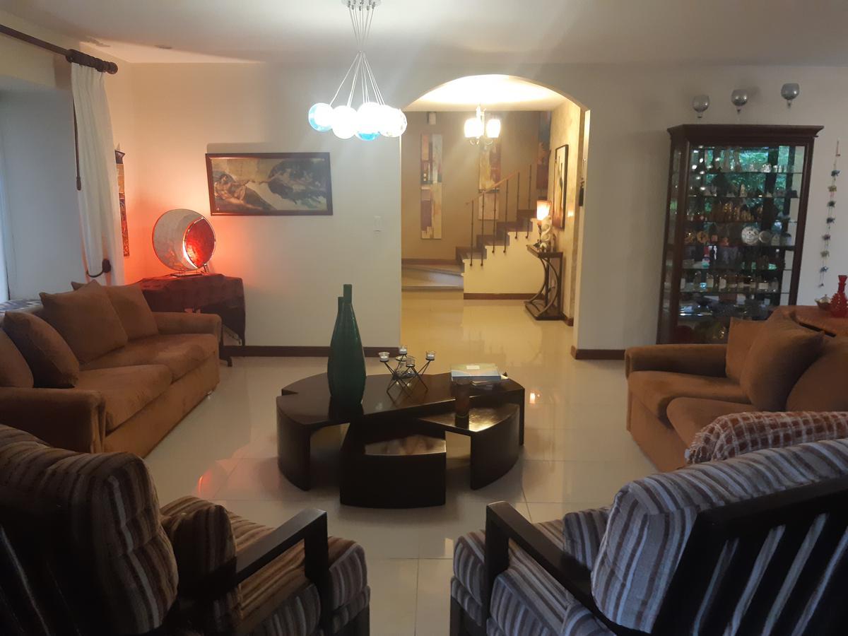 Foto Casa en condominio en Venta | Renta en  Pozos,  Santa Ana  Santa Ana/ 3 habitaciones/ Oficina/ Línea Blanca/ Condominio Familiar/ Amenidades