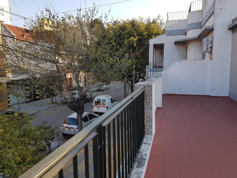 Foto Casa en Venta en  Valentin Alsina,  Lanus  Paso de Burgos al 600