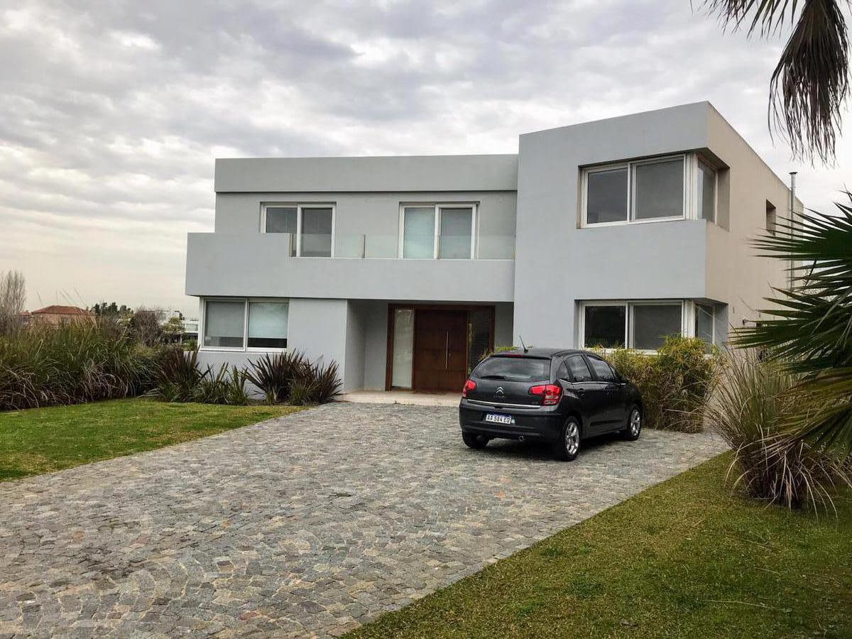 Foto Casa en Alquiler en  Los Castores,  Nordelta  Casa ubicada en calle cul de sac