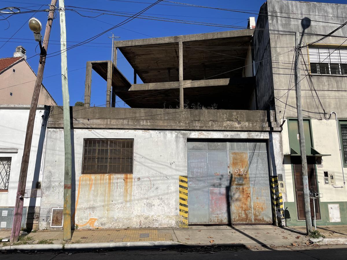 Foto Galpón en Venta en  Bernal,  Quilmes  Belgrano 932 entre Depinedo y Comandante Franco