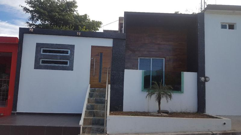 Foto Casa en Venta en  5 de Mayo,  Culiacán  CASA EN VENTA EN LA 5 DE MAYO CON FACHADA MODERNA