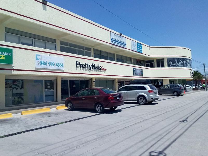 Foto Local en Renta en  Solidaridad ,  Quintana Roo  Local de hasta 296 m2 Planta Alta Carretera Federal Playa del Carmen
