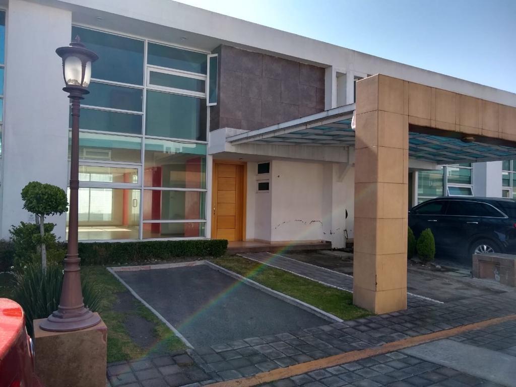 Foto Casa en condominio en Renta en  Coaxustenco,  Metepec  CASA en RENTA frente a PLAZA RUBI y HOTEL MILED  en METEPEC