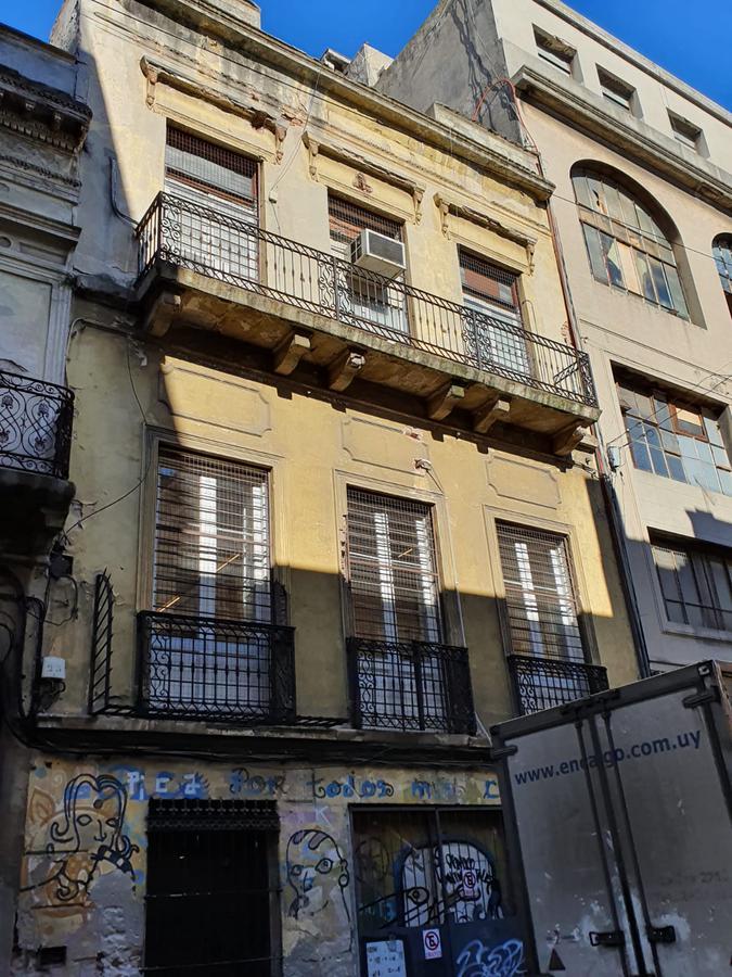 Foto Edificio Comercial en Venta en  Ciudad Vieja ,  Montevideo  RINCON CASI CIUDADELA