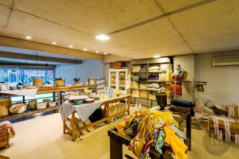 Foto Local en Venta en  Centro,  Pinamar  Avenida Bunge 400