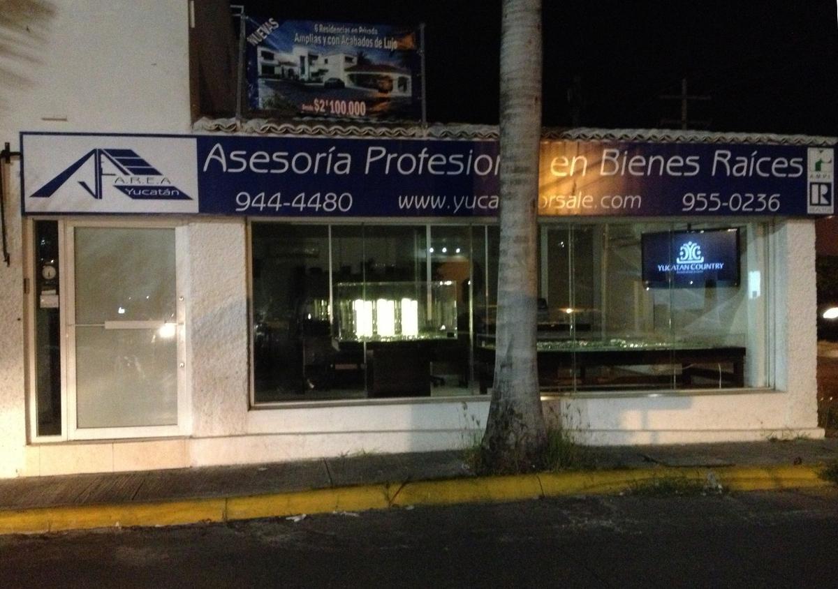 Foto Local en Renta en  Fraccionamiento Gonzalo Guerrero,  Mérida  LOCAL COMERCIAL U OFICINA EN RENTA JUNTO A GRAN PLAZA (estacionamiento)