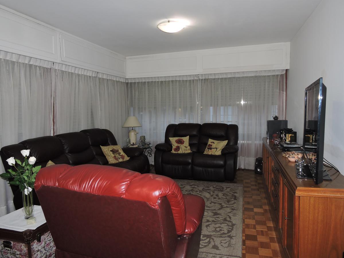 Foto Apartamento en Venta en  Centro (Montevideo),  Montevideo  Apartamento 3 dormitorios 2 baños y servicio con garaje - Centro