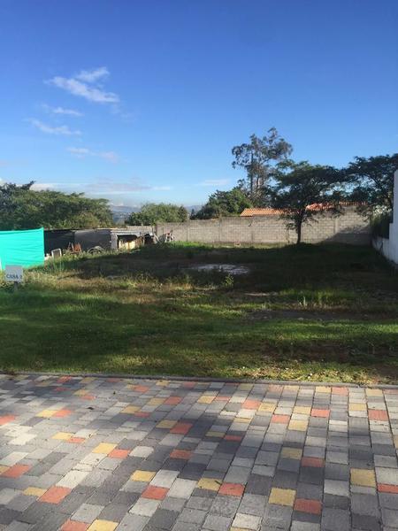 Foto Terreno en Venta en  Puembo,  Quito  OPORTUNIDAD!! Venta de Terreno en Puembo 646mts 2, Lotización cerrada