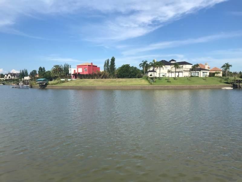 Foto Isla en Venta en  Santa Catalina,  Villanueva  Blvd. de Todos los Santos al 1000