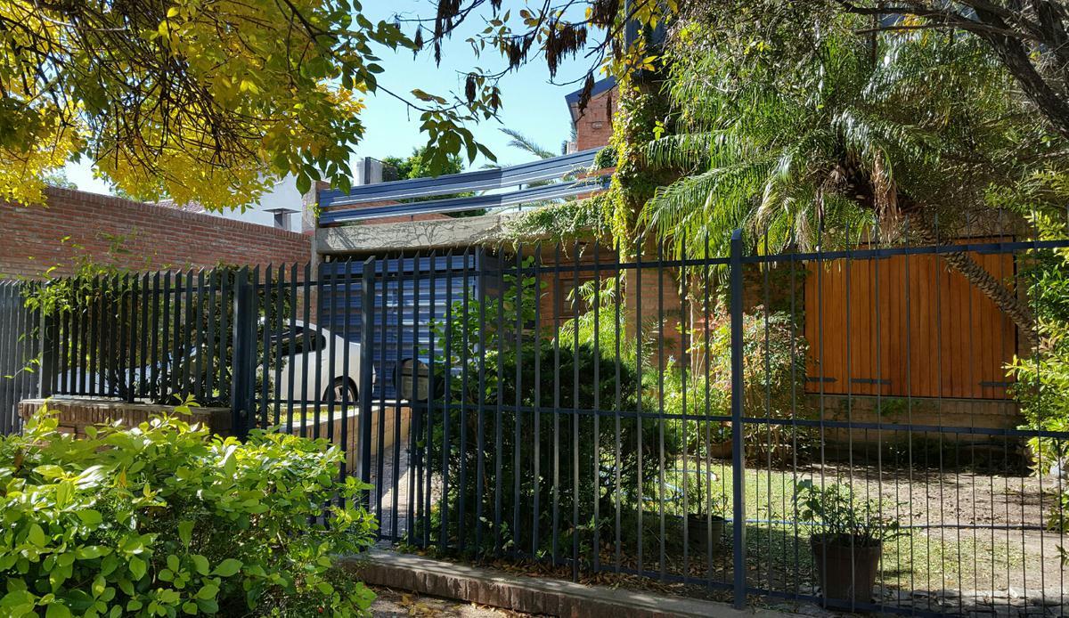 Foto Casa en Alquiler en  Ituzaingó ,  G.B.A. Zona Oeste  Paysandú al 600