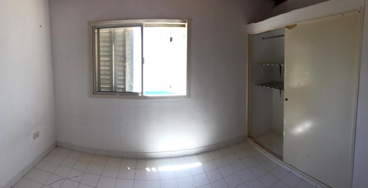 Foto Casa en Alquiler en  Los Hornos,  La Plata  32 y 139