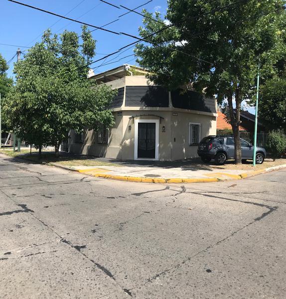 Foto Casa en Venta en  Lomas de Zamora Oeste,  Lomas De Zamora  PASO 890 esquina Carlos Croce