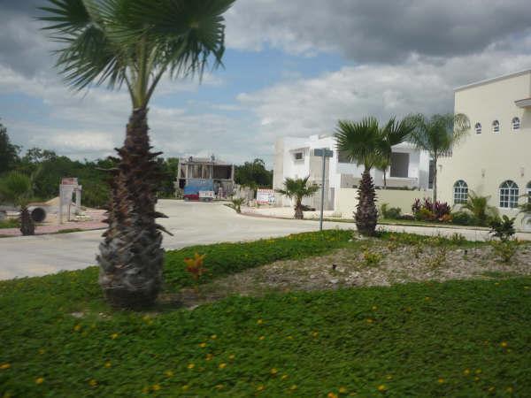 Foto Terreno en Venta en  Playa Magna,  Solidaridad  Terreno 610m2  en zona residencial Playa Magna- Playa del Carmen- Mexico