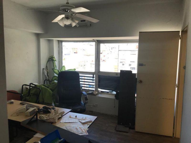 Foto Oficina en Alquiler en  San Nicolas,  Centro  Montevideo 700