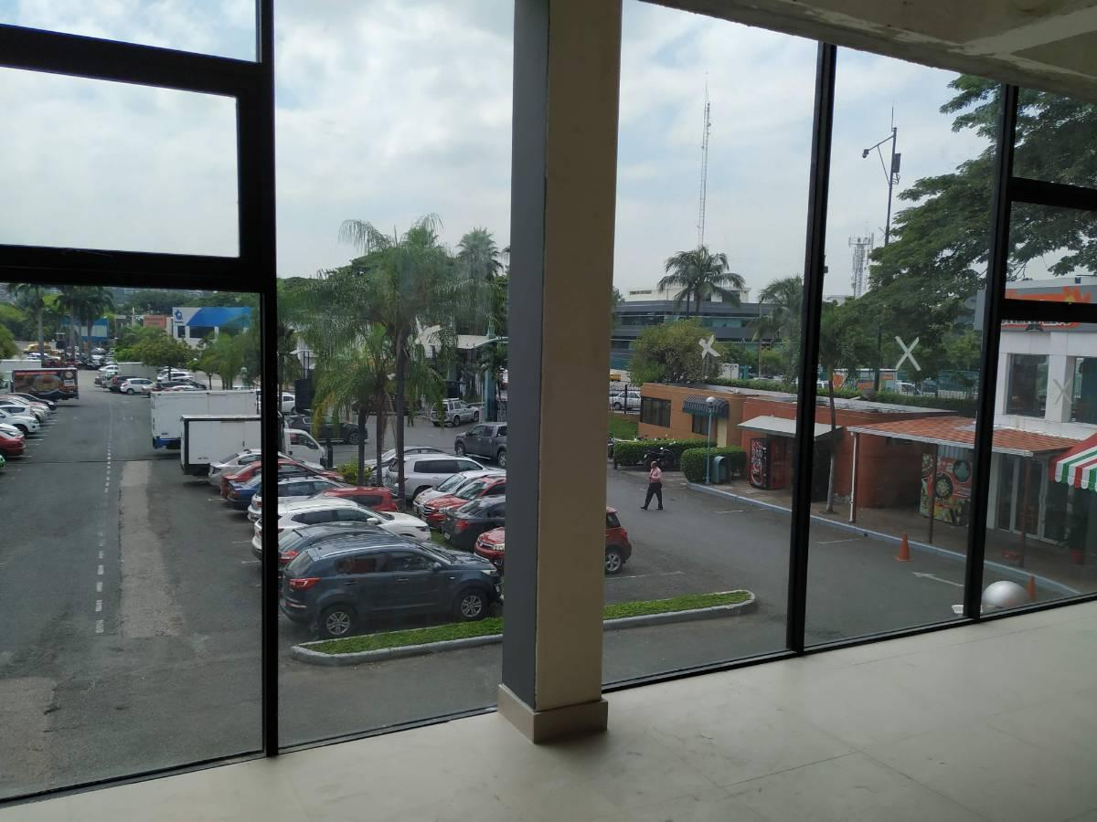 Foto Local en Venta | Alquiler en  Norte de Guayaquil,  Guayaquil  Urdesa Central, Aventura Plaza local comercial