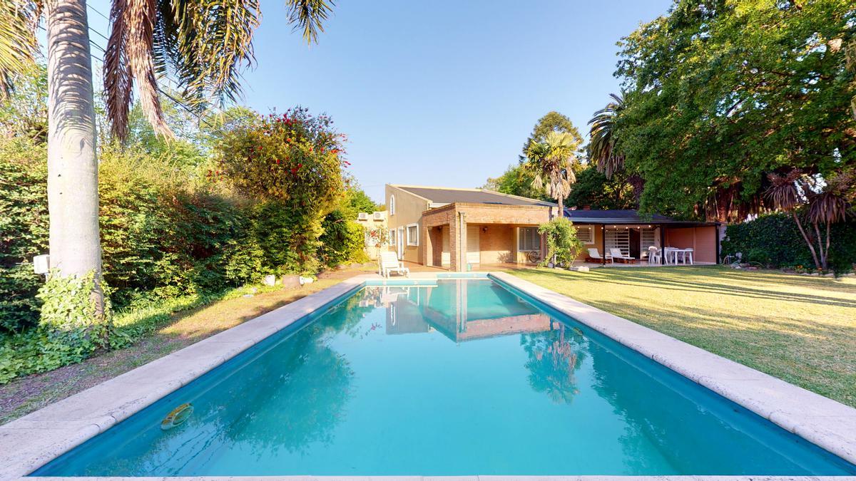 Foto Casa en Venta en  Manuel B Gonnet,  La Plata  26 Y 493  Gonnet Casa 4 dormit + escritorio 210m2 cub 700 lote