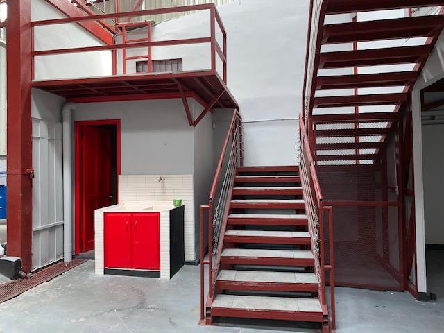 Foto Bodega Industrial en Venta en  Uruca,  San José  Uruca/ lista para habitar/ ideal para taller de enderezado y pintura/  26 carros