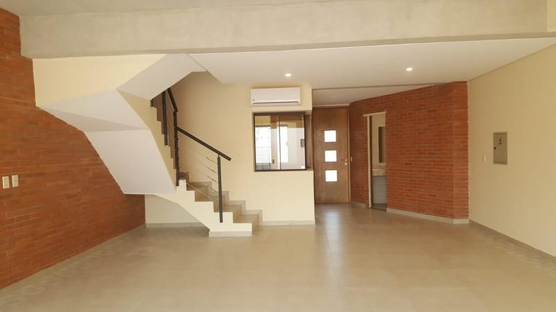 Foto Casa en Venta en  Luque ,  Central  Zona Villa Adela