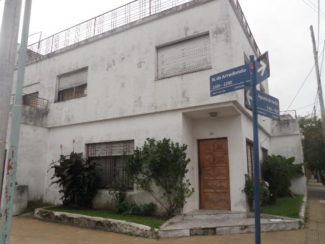 Foto Casa en Venta en ARREDONDO entre ESQUINA y AGUSTIN DE VEDIA, G.B.A. Zona Oeste | Moron | Castelar