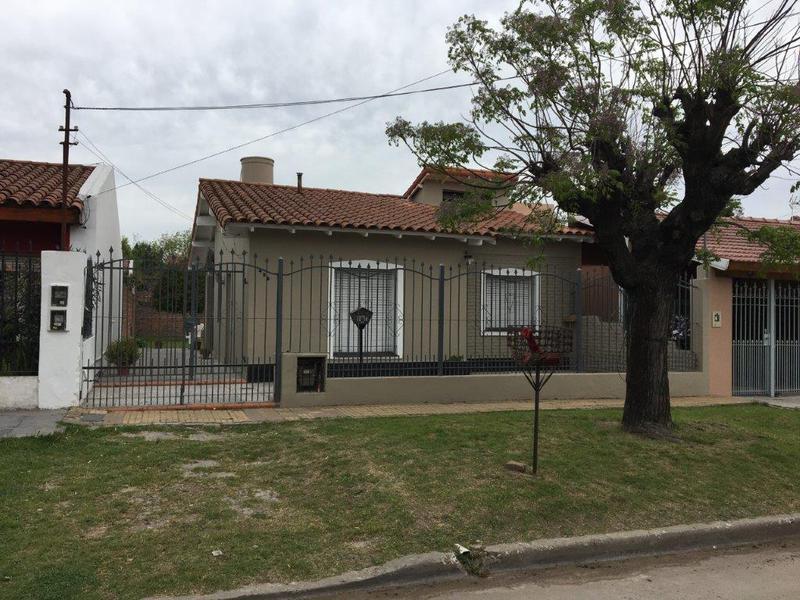 Foto Casa en Venta en  Lomas de Zamora Oeste,  Lomas De Zamora  Santa Isabel 458