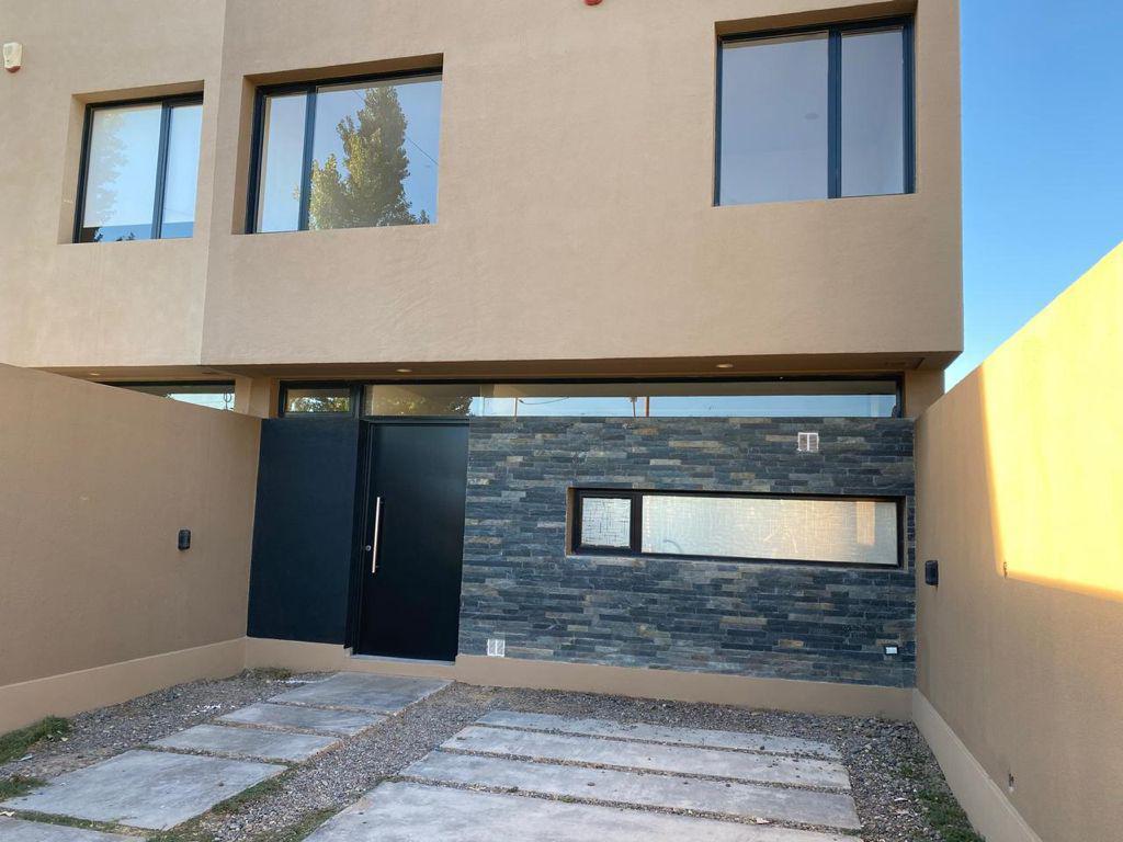 Foto Casa en Venta en  Cipolletti ,  Rio Negro  San Juan al 900