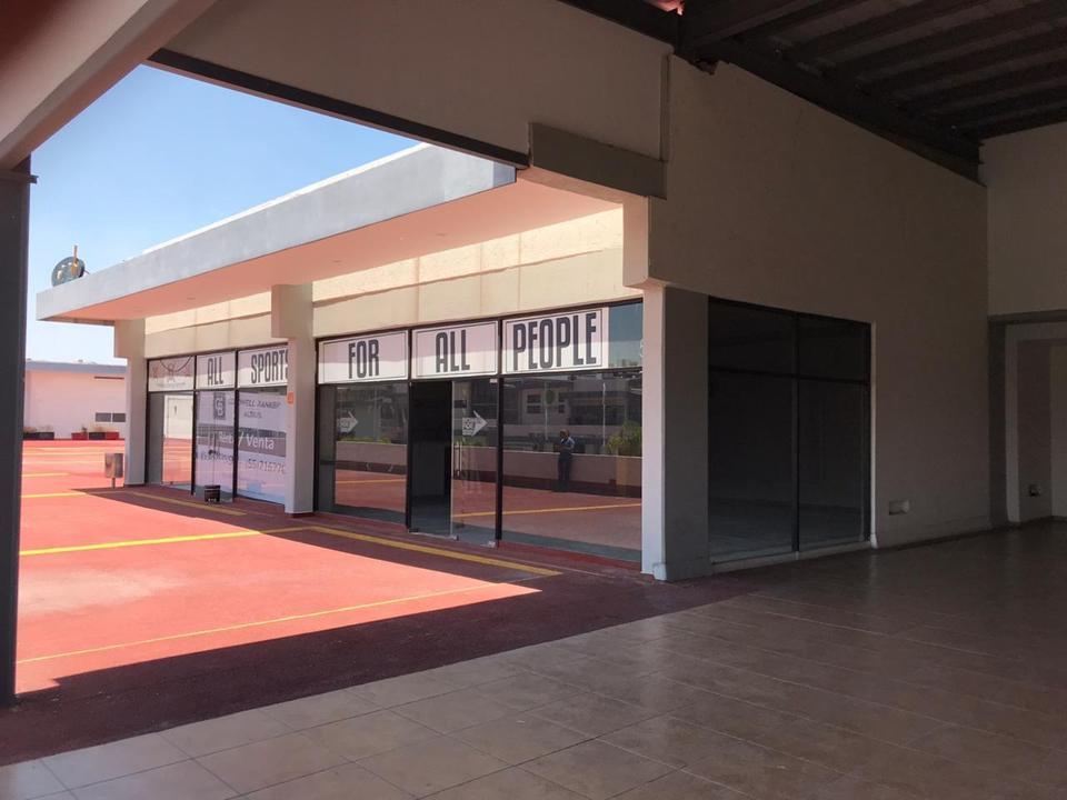 Foto Local en Renta | Venta en  Fraccionamiento Jurica Acueducto,  Querétaro  VENTA/RENTA DE LOCAL PLAZA COMERCIAL EN QUERÈTARO