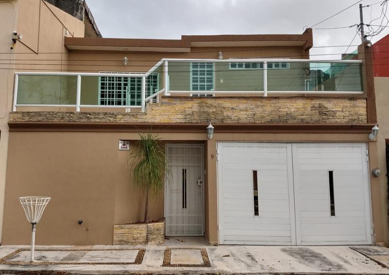 Foto Casa en Venta en  Supermanzana 38,  Cancún  Casa Sola en Venta de 3 recs. Calle Edzna. SMZ 38. Cancún
