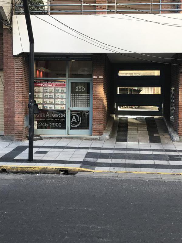 Foto Local en Alquiler en  Lomas de Zamora Oeste,  Lomas De Zamora  Alem 250