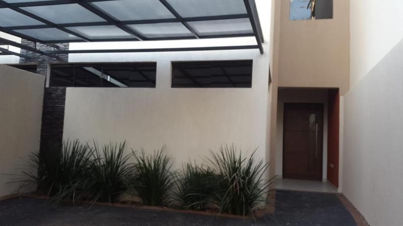 Foto Casa en Alquiler en  Santisima Trinidad ,  Asunción  Mburucuyá