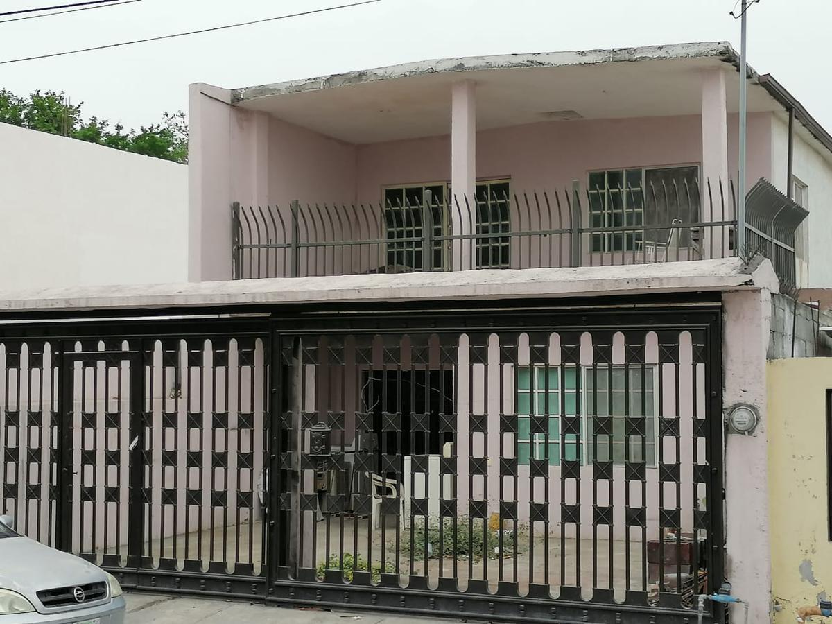 Foto Casa en Venta en  31 de Diciembre,  Guadalupe  Venta de amplia casa (5 habitaciones) en col. 31 de Diciembre