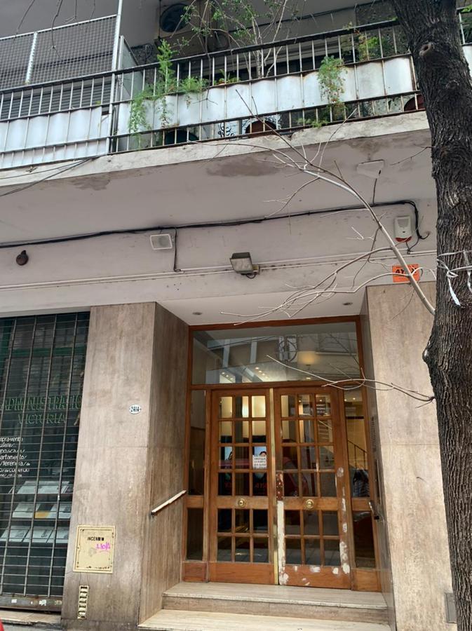 Foto Departamento en Alquiler en  Balvanera ,  Capital Federal  Hipolito Yrigoyen 2400