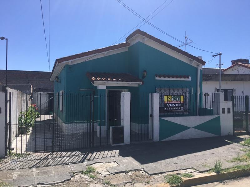 Foto Casa en Venta en  Ezeiza ,  G.B.A. Zona Sur  SANTIAGO DE LINIERS 255