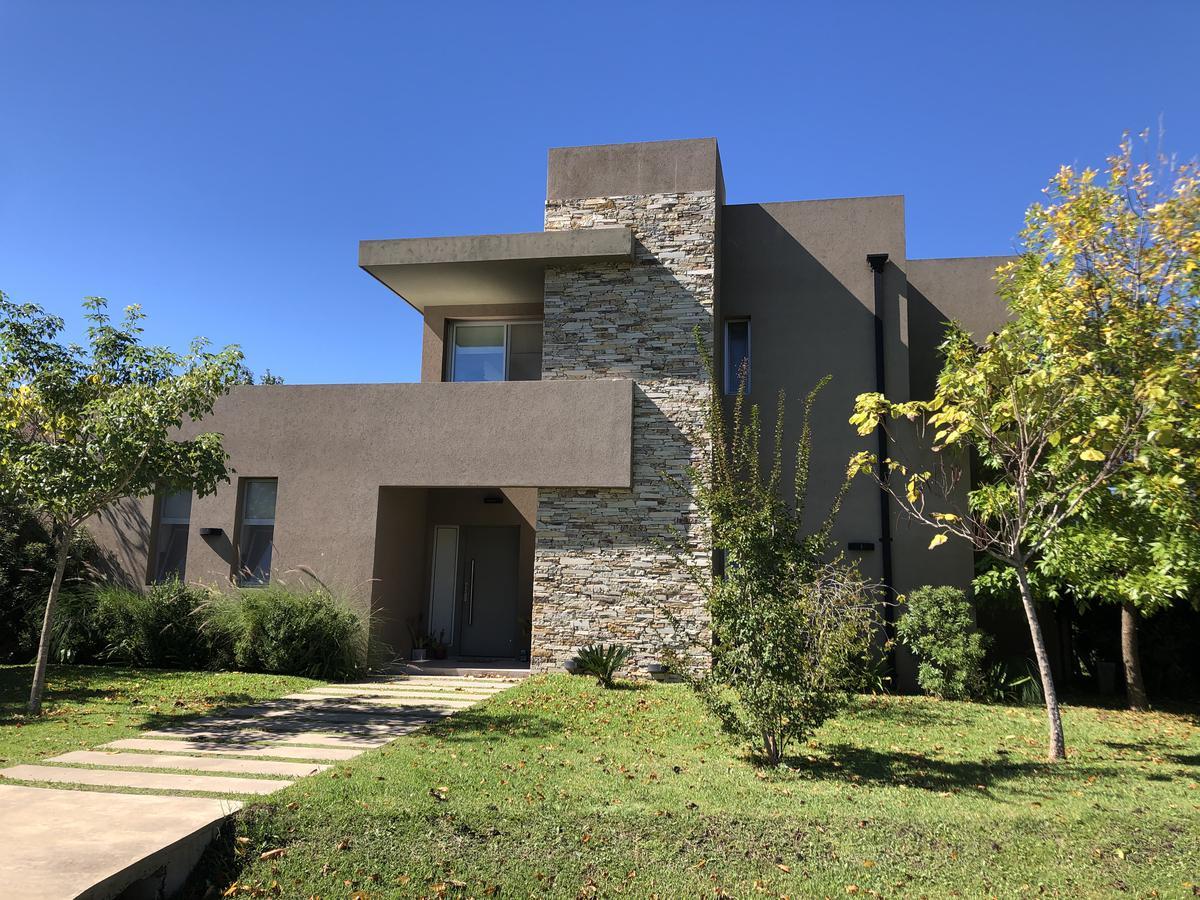 Foto Casa en Venta en  Countries/B.Cerrado (Campana),  Campana  Barrio El Cardal excelente propiedad