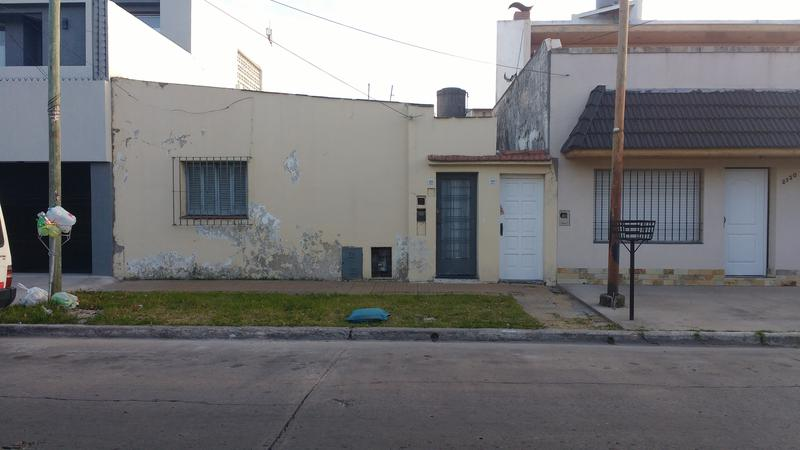 Foto Casa en Alquiler en  Valentin Alsina,  Lanus  Brasil al 2100