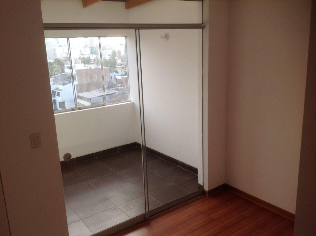 Foto Departamento en Venta en  Surquillo,  Lima  Calle Berna
