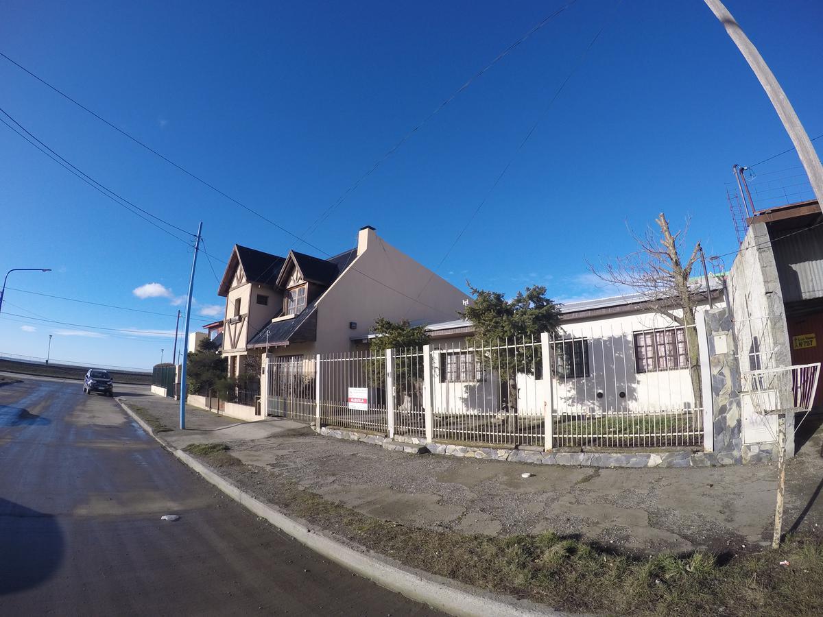 Foto Casa en Venta | Alquiler en  Rio Grande ,  Tierra Del Fuego  Vernet 700