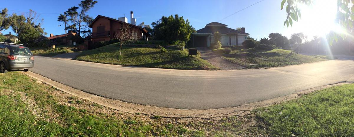 Foto Casa en Venta en  Ostende,  Pinamar   Nuestras Malvinas y Sarmiento