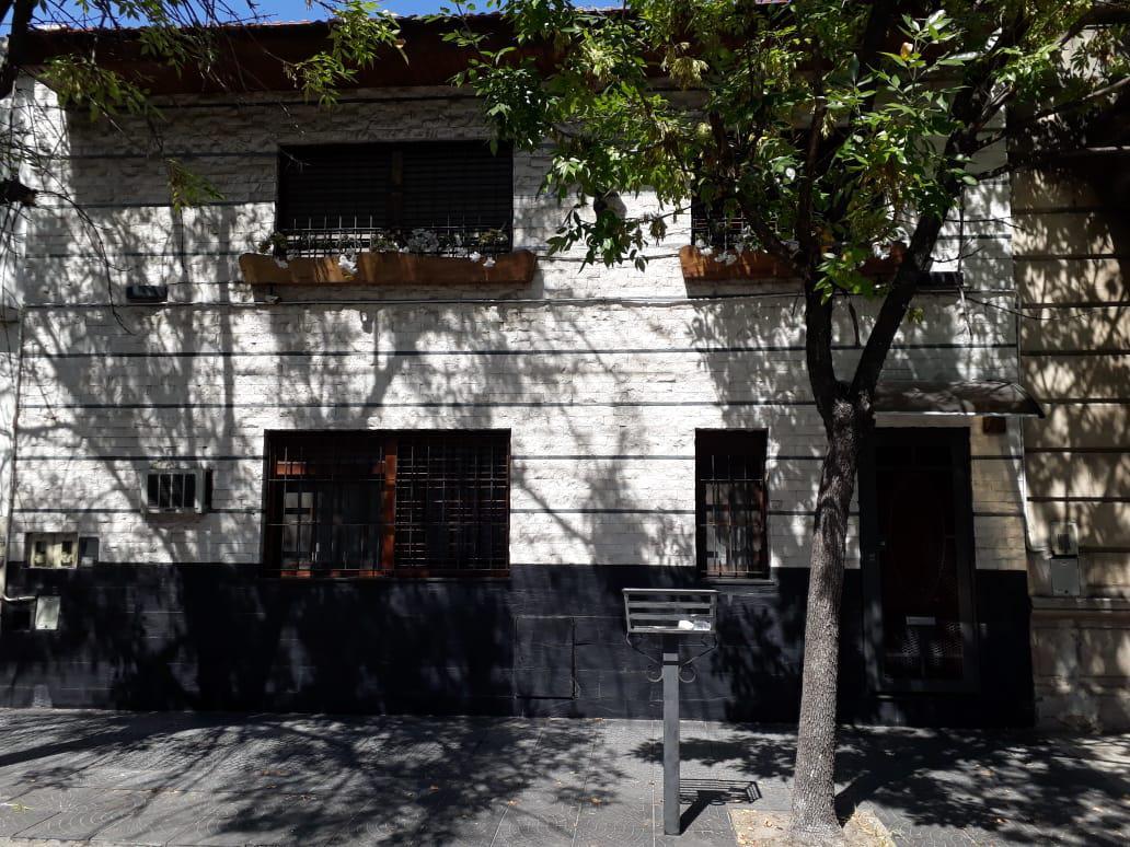 Foto Casa en Venta en  Avellaneda,  Avellaneda  Levalle al 700