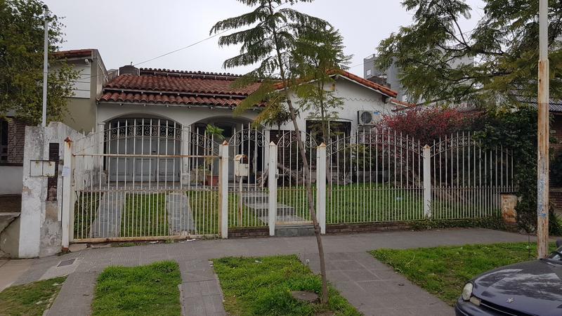 Foto Casa en Venta en  Moron ,  G.B.A. Zona Oeste  Entre Rios al 800