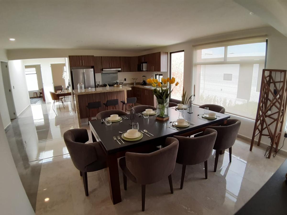 Foto Casa en condominio en Venta en  Casa Blanca,  Metepec  Casa Blanca Metepec Estado de Mexico