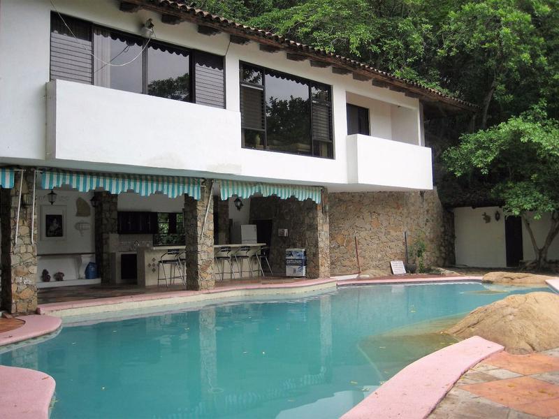 Foto Casa en Venta en  Fraccionamiento Balcones de Costa Azul,  Acapulco de Juárez  CASA EN BALCONES DE COSTA AZUL CALLE GABRIEL CRUZ DIAZ