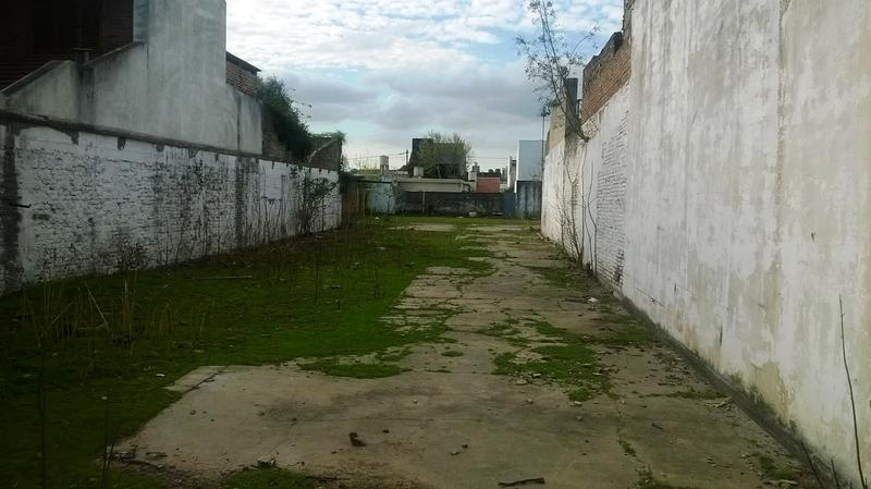 Foto Terreno en Venta en  Lomas de Zamora Este,  Lomas De Zamora  Alberti al 200