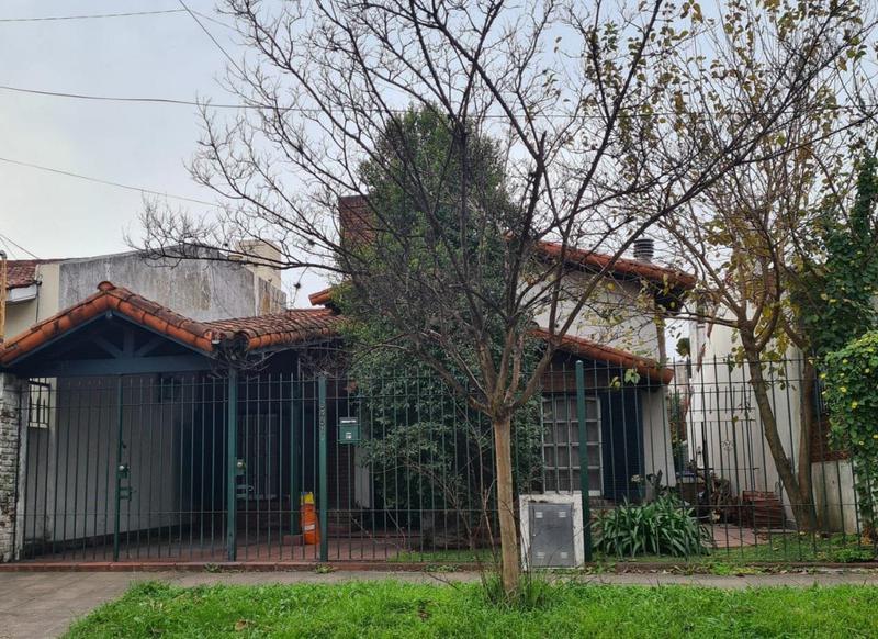 Foto Casa en Venta en  Castelar Norte,  Castelar  Marques de Loreto al 3400