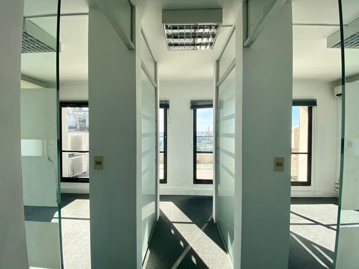 Foto Oficina en Alquiler en  Ciudad Vieja ,  Montevideo  Cerrito al 500