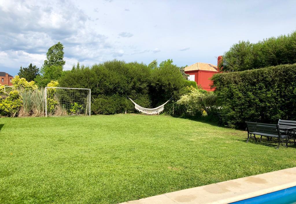 Foto Casa en Venta en  Los Jazmines,  Pilar Del Este  Pilar del Este,  Los Jazmines al 400