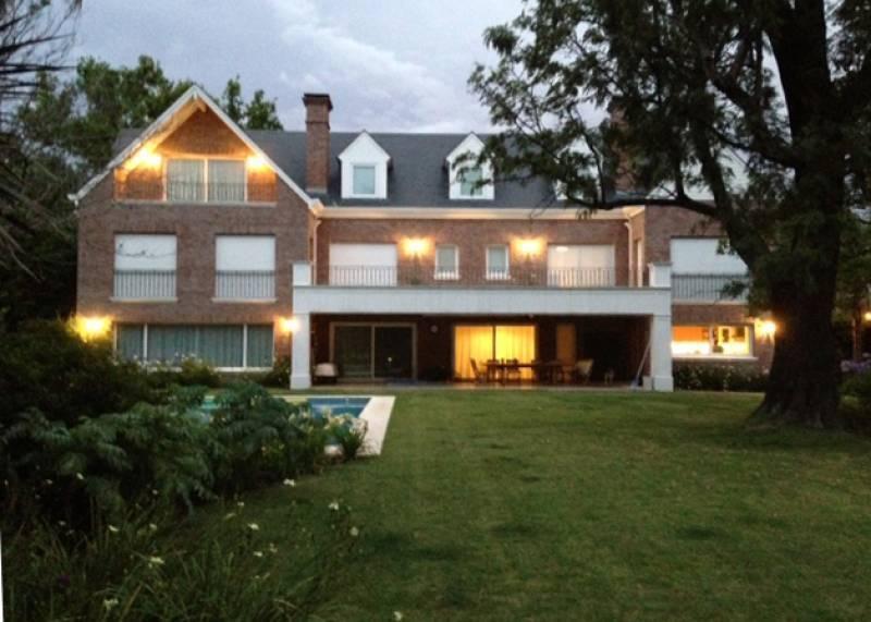 Foto Casa en Venta en  Martinez,  San Isidro  José C Paz al 700