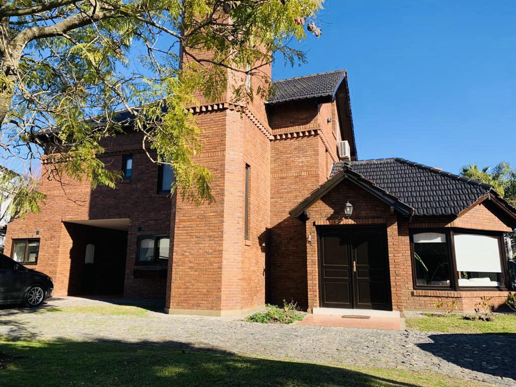 Foto Casa en Venta en  Campos De Alvarez,  Countries/B.Cerrado (Moreno)  Campos de Alvarez 100