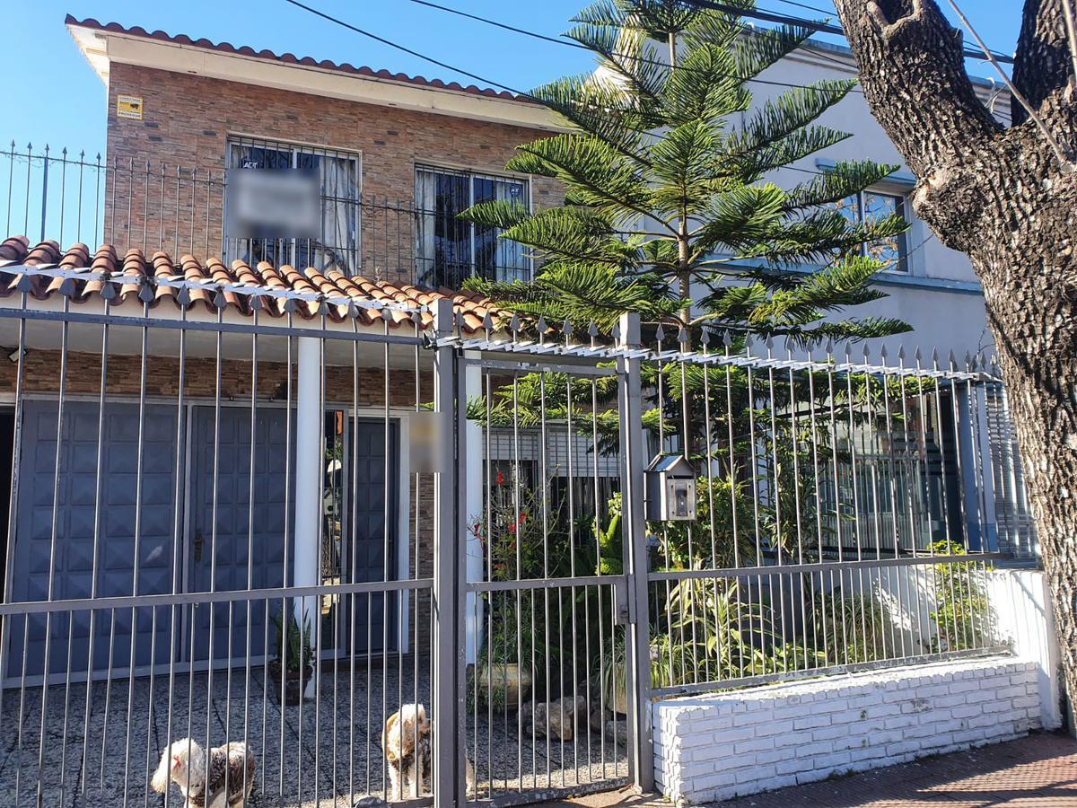 Foto Casa en Venta en  Mercado Modelo Y Bolivar ,  Montevideo  Propios prox Hospital Militar